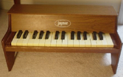 Jaymar upright, two and one-half octave chromatic toy piano